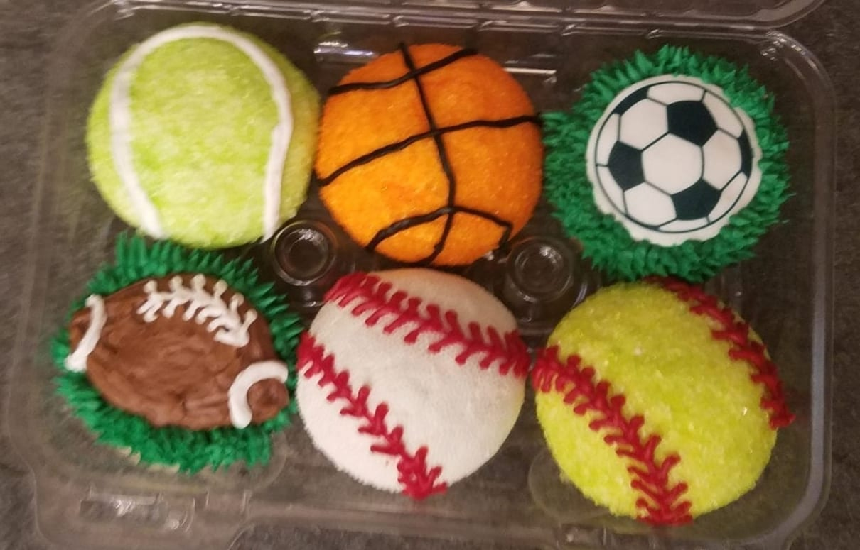 Sports Cupcake Class At Laurita Laurita Winery